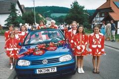 Kinderprinzenpaar und Junggarde bei der Jubiläumsfeier des Habacher Karnevalvereins (im Sommer)