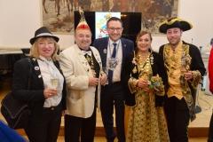Eppelborner Prinzenpaar mit Elferratspräsident, Bürgermeisterin und Gastgeber